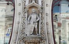 126 years old statue broken due to selfie