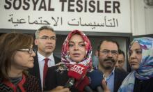 Lindsay Lohan stopped for wearing headscarf at London airport