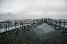 Don't look down: Glass bottom skywalk thrills in China