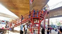 SC orders to remove staircases from Hanif flyover