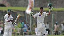 Younis Khan puts 'landmark bat' on auction