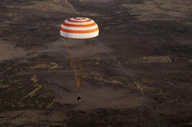 Record-breaking NASA astronaut comes back to Earth