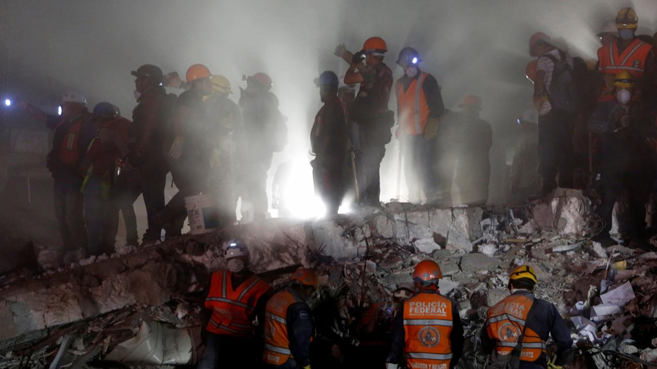 Mexicans race to save schoolgirl buried by quake