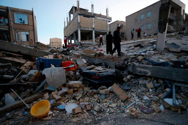 Strong earthquake hits Iraq and Iran, killing at least 332