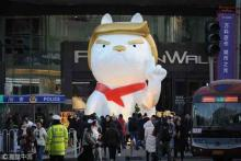 China mall ushering in Year of the Dog with Trump-like statue
