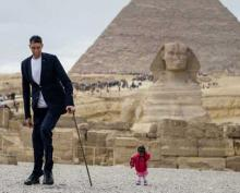 World's tallest man meets the shortest