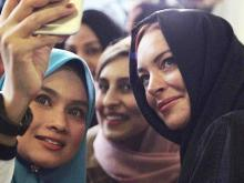 Lindsay Lohan once again sparks rumours of converting to Islam