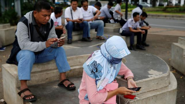 Smartphone addiction may cause 'hyper-social' behaviour