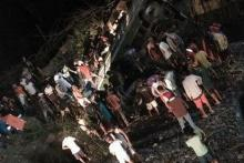 19 killed as bus plunges off Philippine cliff