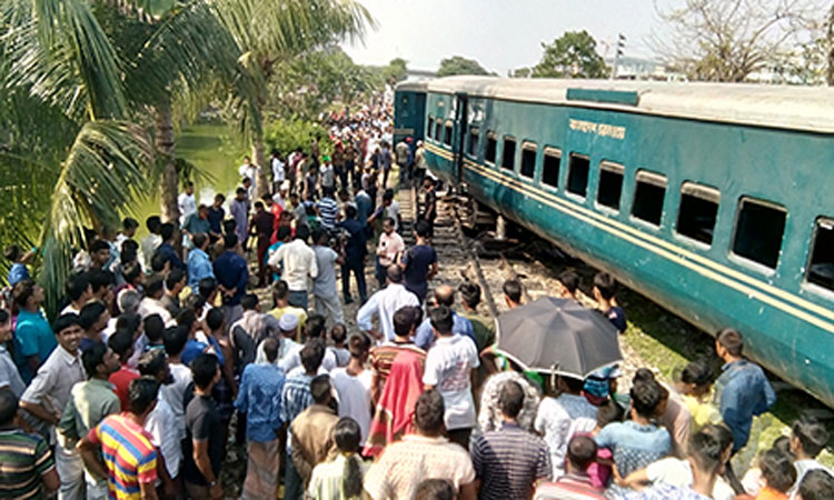 18 killed in rail-road accidents