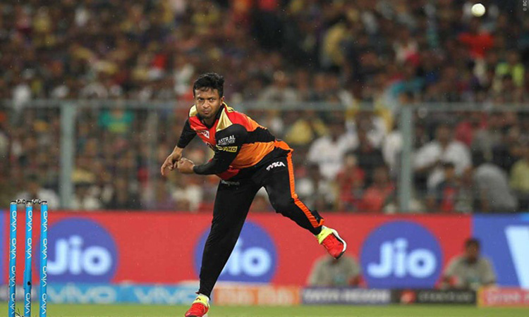 Shakib leads Sunrisers to first win in Kolkata