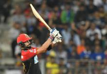 Kohli smashes IPL run record