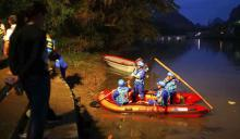 Dragon boat accident kills 17 in southern China