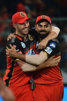 De Villiers turns 'spiderman' with IPL catch