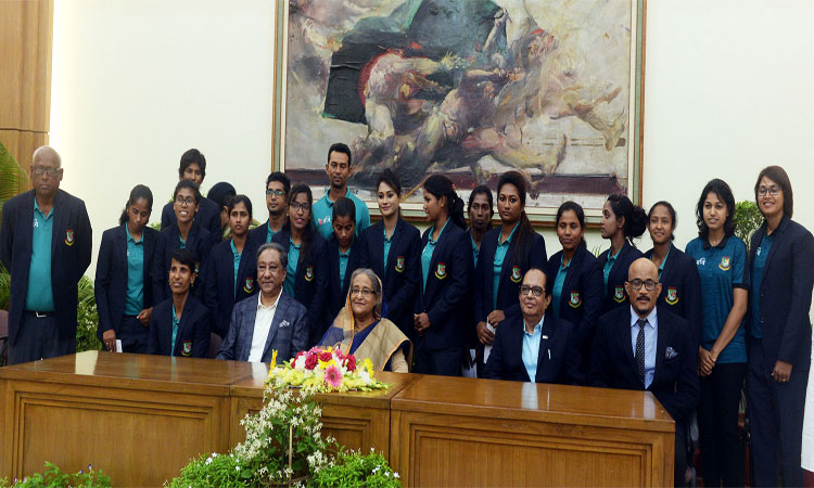 PM accords reception to women cricketers at Gonobhaban