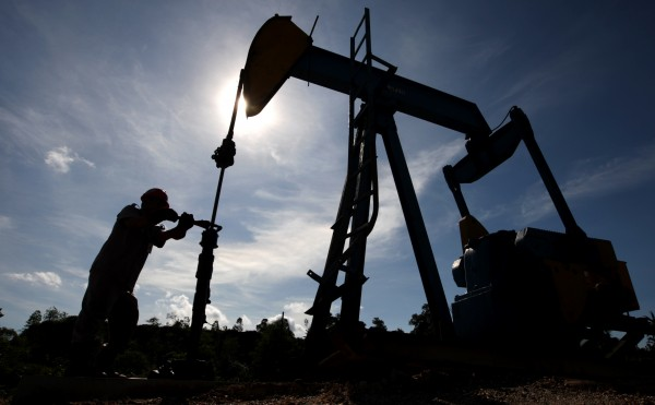 Oil prices rally amid OPEC meeting