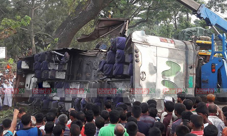 35 killed in road crashes in six dists
