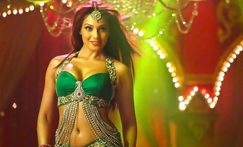 Bipasha to write book on fitness
