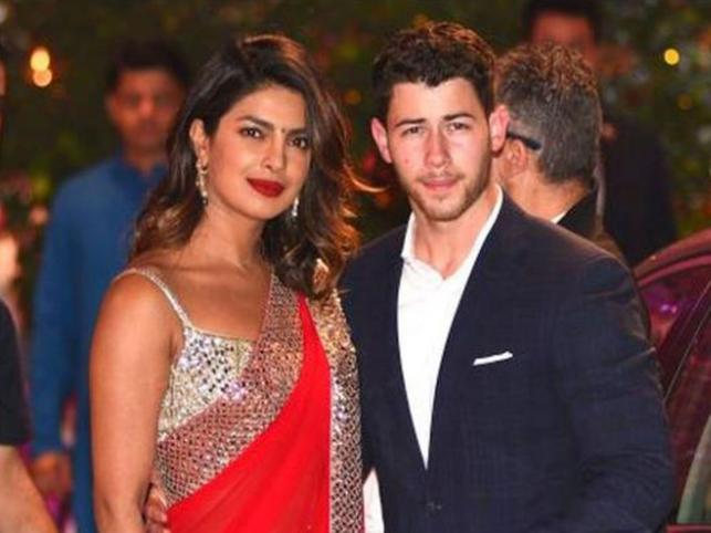 Priyanka welcomes Nick Jonas, parents in Mumbai