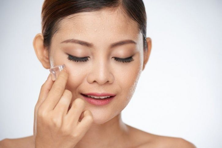 Ways to use ice cubes for amazing skin