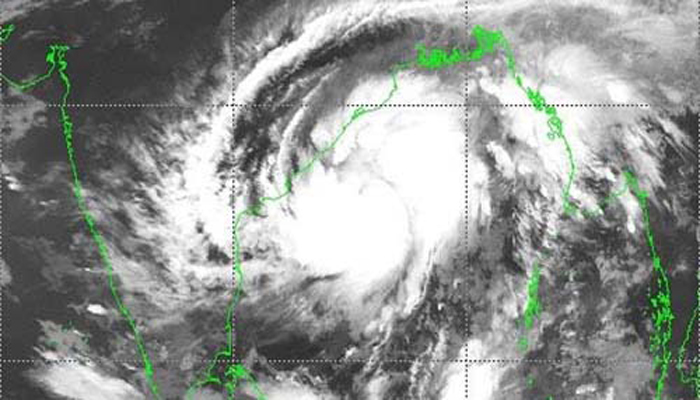 Signal 3 for maritime ports as storm 'Titli' continues