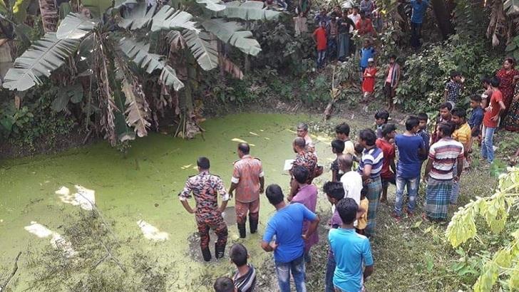 3 killed as train hit human hauler in Rajbari