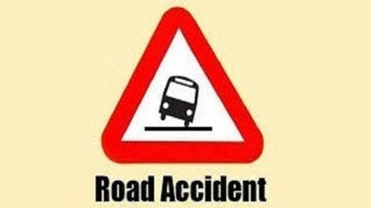 Truck hit rickshaw; kills child