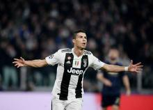 Ronaldo frustrated as Juve 'gift' United victory