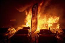 Raging Californian fires kill 25