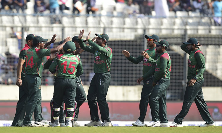 Bangladesh elect to bowl in series decider