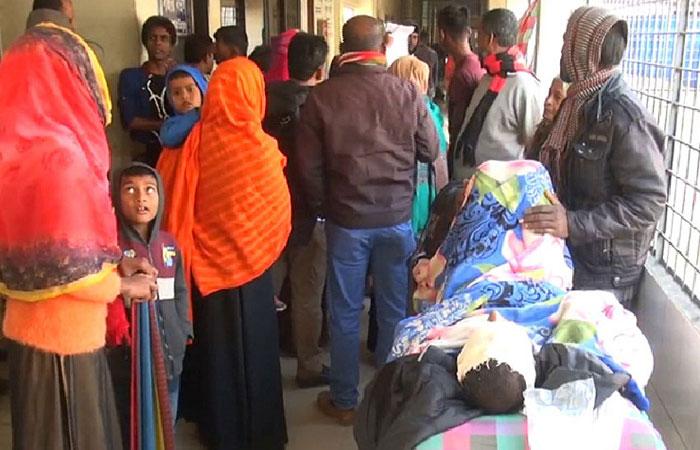 3 killed falling off train in Ishwardi