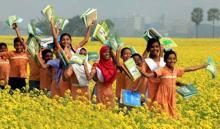 Textbook distribution festival held amid enthusiasm