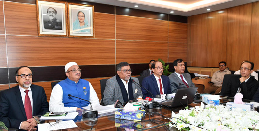 Govt takes 100-day scheme to develop healthcare facilities