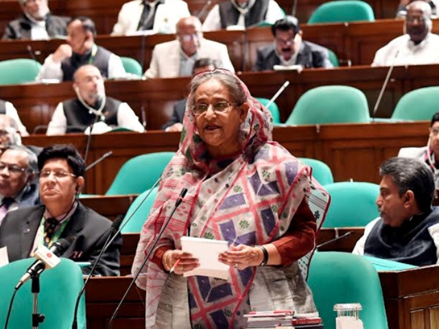 Govt wants to control traffic in Dhaka digitally: PM