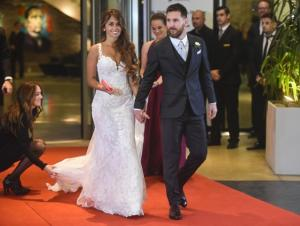 Argentine football star Lionel Messi and bride Antonella Roccuzzo pose for photographers just after their wedding at the City Centre Complex in Rosario, Santa Fe province, Argentina on June 30, 2017. AFP PHOTO
