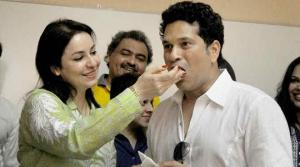 Sachin Tendulkar celebrated his 43rd birthday on Sunday with wife Anjali. There were kids also from \'Make-A-Wish India\' organisation. (Source: PTI)