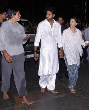 This file photograph taken on May 27, 2008, shows Indian Bollywood actor Amitabh Bachchan (L) as he speaks with his son Abhishek Bachchan (C) and daughter-in-law Aishwarya Rai-Bachchan (2R) as they walk barefoot on their way to pray at The Siddhivinayak Temple in Mumbai. Photo AFP