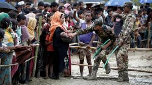 Rohingya refugees queue for aid in Cox\'s Bazar, Bangladesh, September 28, 2017.